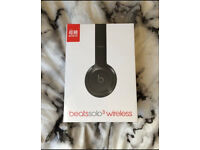 BRAND NEW Beats Solo3 Wireless Headphones by Dr Dre - Gloss Black