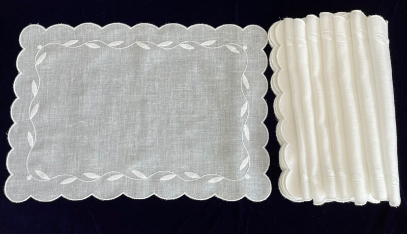 """Embroidered Vintage Placemats Set of 8 Cream Color Scalloped Edge 12.5""""x 18"""""""