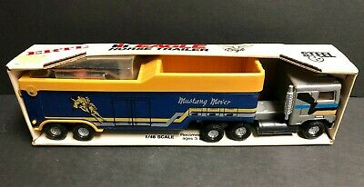 Vintage ERTL Eagle Horse Trailer 1/48 scale Mustang Mover No. 486 with Horses for sale  Shipping to Canada