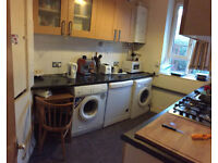 Nice double room available now in clean flat, 5min walk to Fulham Broadway Station