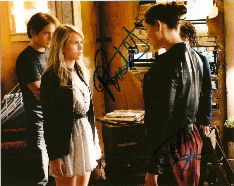 Secret Circle Phoebe Tonkin Robertson Dual Autographed Signed 8x10 Photo COA