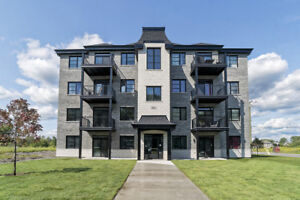 **CONDOS 4 ½ luxueux, ASCENSEUR + PLAFONDS 9 PI**