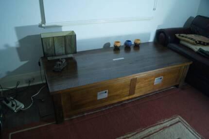 Jimmy Possum table unit