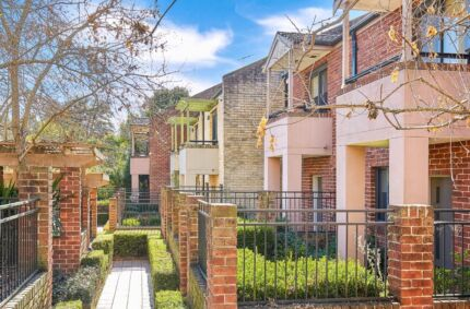 Wahroonga townhouse for rent 2 bedrooms 3 bathrooms