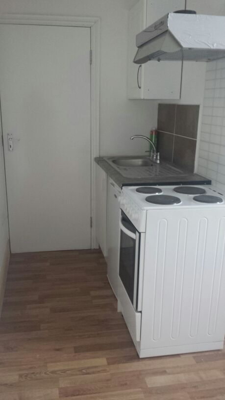 Self contained studio flat- Barking station
