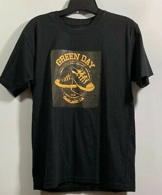 GREEN DAY SHORT SLEEVE T SHIRT SIZE SMALL