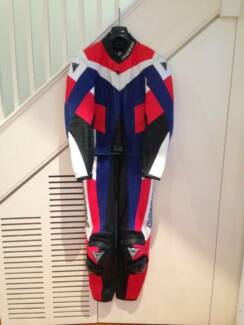 DAINESE 2 PIECE MOTORCYCLE LEATHERS
