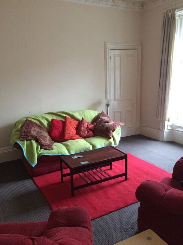 BEAUTIFUL 3 BEDROOM STUDENT FLAT IN CITY CENTRE AND CLOSE TO BOTH UNIVERSITIES (74CM3L)