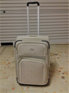 2 luggege suitcase for sale
