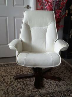 Leather Swivel Arm Chair/Lounge Chair