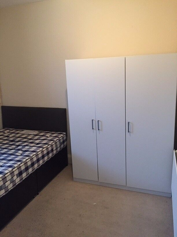 A Double bedroom to let with all bills included