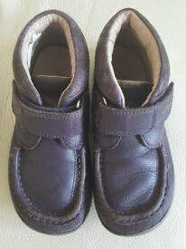 Clarks ankle boots 9.5G