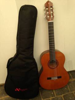 Yamaha CS40 3/4 size classical (left-handed) guitar & gig bag