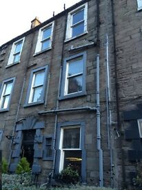 LOVELY 8 BEDROOM STUDENT FLAT IN NETHERGATE, CLOSE TO CITY CENTRE AND UNIVERSITY OF DUNDEE(142NG2L)