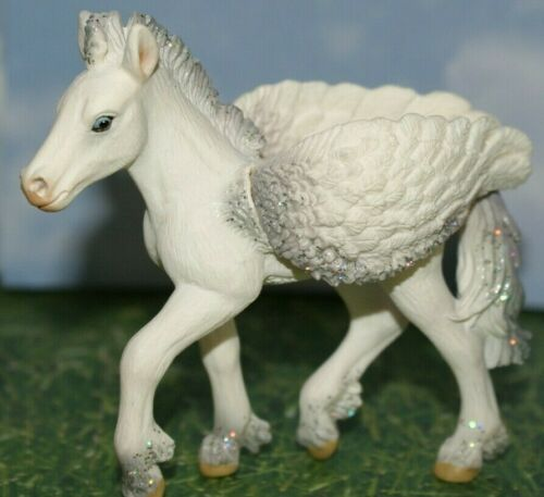 Pegasus Bayala Fairy Foal with Crest on Back by Schleich World of Fantasy 2010