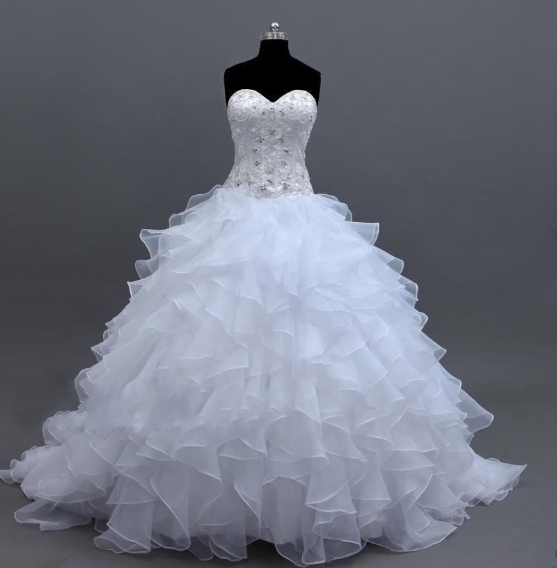 Wedding Gowns For Petite Figures: Top 6 Wedding Gowns For Curvy Bodies