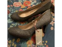 Size 8 heels brand new tags