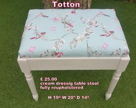 Dressing table stool in cream