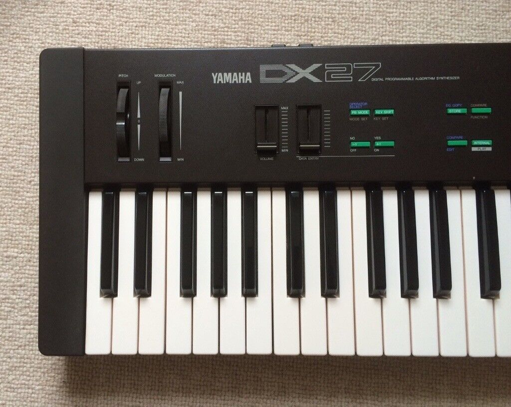 Yamaha DX27 FM Synthesizer - excellent condition!
