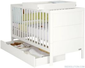 Mamas & papas cotbed, drawer & changing table