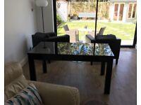 Lovely Extendable Black Gloss Dining Room table