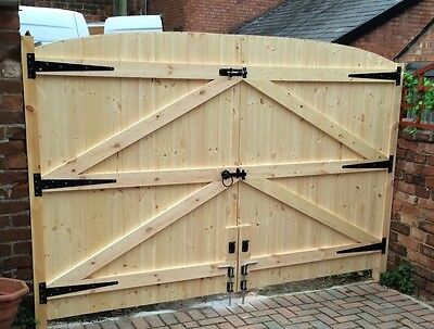 WOODEN DRIVEWAY GATES! HEAVY DUTY GATES! 6FT HIGH 9FT 6