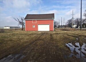 ONE ACRE BUILDING LOT ON Hwy 77 AND 6TH CONCESSION - Leamington