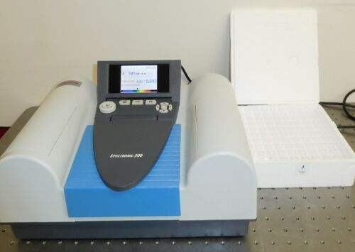 Thermo Scientific Spectronic 200 visible spectrophotometer + 100 Cuvettes