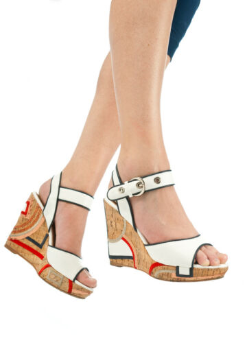 How to Choose Platform Sandals That Make Your Legs Look Fantastic