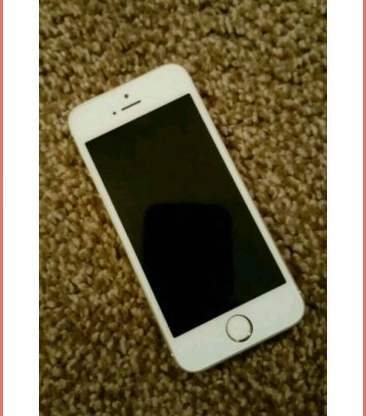 IPhone 5sin Mossley, ManchesterGumtree - Gold apple iPhone 5s 16gb. The screen needs to be replaced as its loose along with the home button hence the cheap price. Apart from that the phone is in good working order. Selling as Ive upgraded.Recently unlocked the phone and had a three simply...