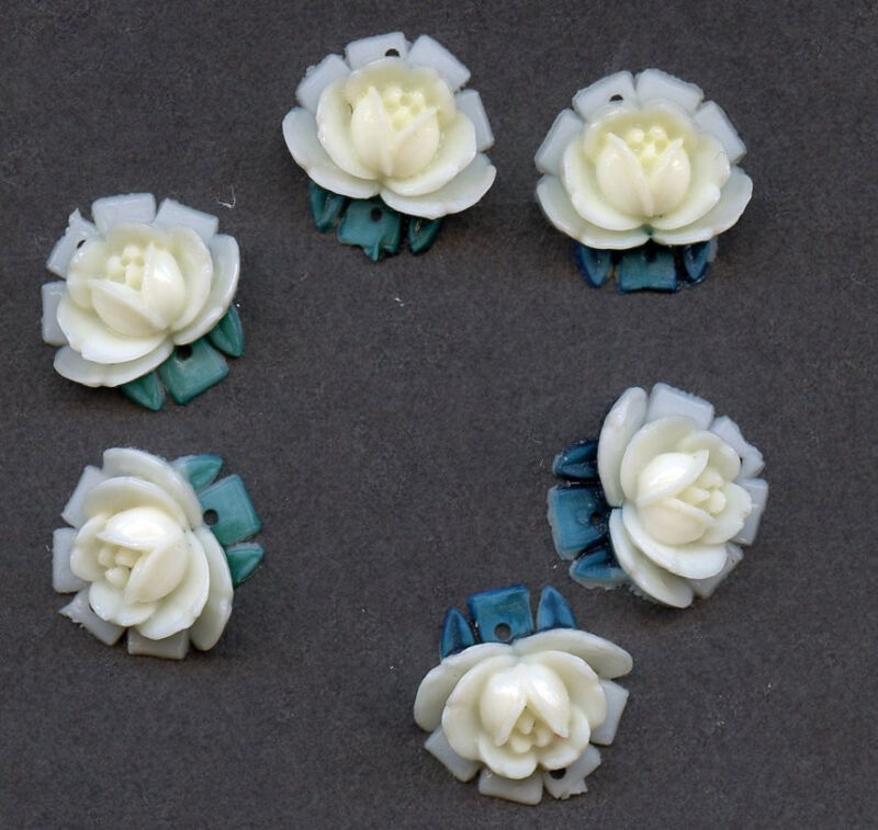 VINTAGE Plastic ROSES CHARMS Pendants Drops Japan White & lt yellow Flower lot