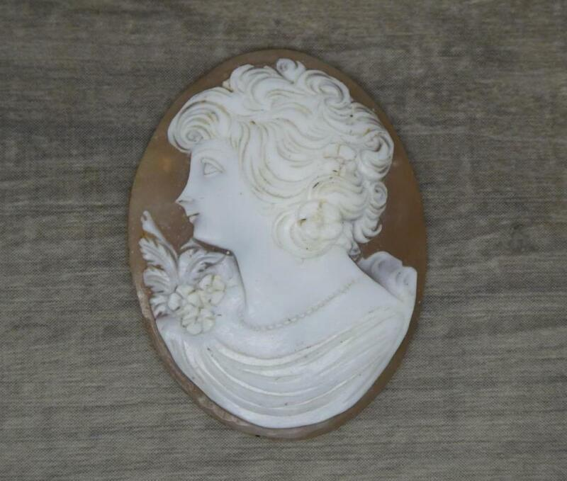 Beautiful Vintage Carved Natural Hard Stone Cameo of a Lady 4cm x 3cm