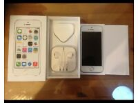 iPhone 5S Gold Factory Unlocked 16GB With Box & Accessories