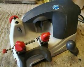 Silca cylinder key cutting machine