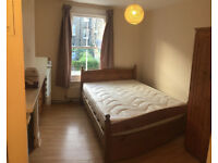 Double room in a flat, 5min walk to Clapham Junction Station, for single person
