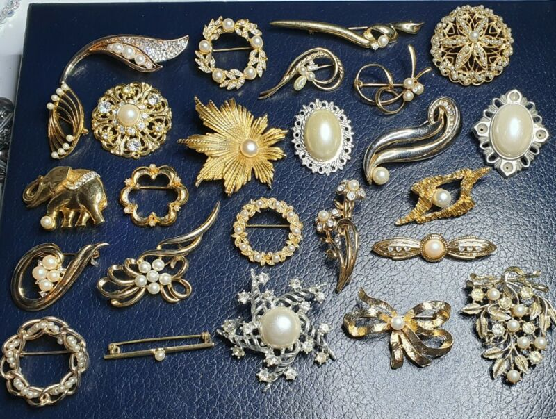JOB LOT OF 25 VINTAGE & MODERN FAUX PEARL COSTUME JEWELLERY BROOCHES