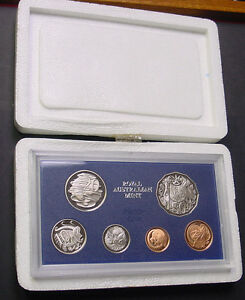 1984 Australian Proof set with foams and certificate.