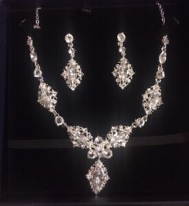 Beautiful Neckless and earrings set