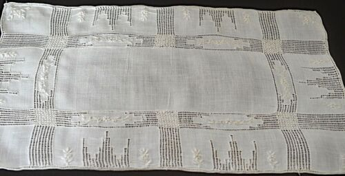 8 VINTAGE LINEN HAND EMBROIDERED PLACEMATS UU573