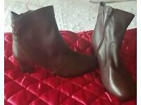 Women's boots BNWT