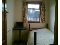 Cheap Room with Internet in Very Clean Quiet House 1 Minute from Tube Train Busses and Shops