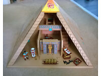 Playmobil pyramid, excellent condition, no missing parts, includes many figures and secret traps