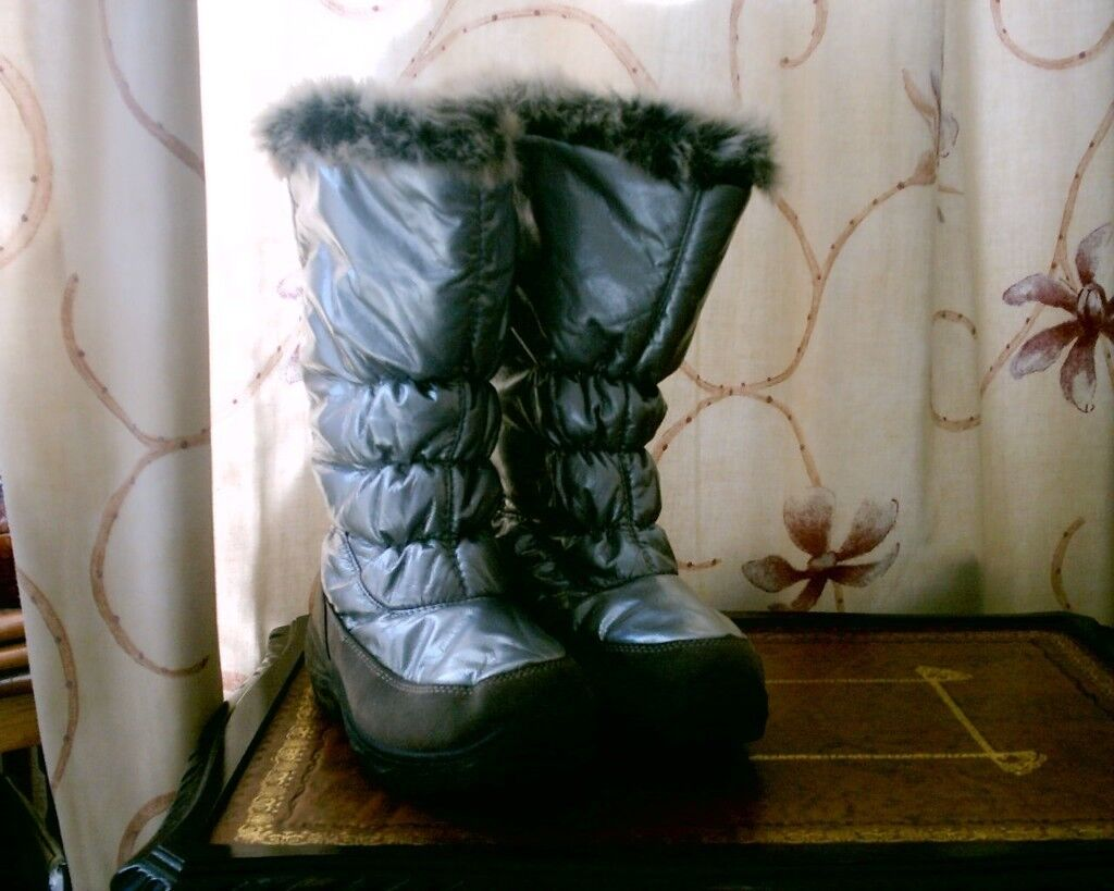 SILVER BOOTS SIZE 5