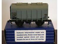 Hornby-Dublo 32067 S.D. 6 20-Ton Bulk Grain Wagon B885040