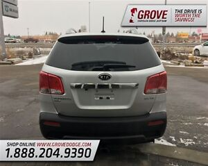 2012 Kia Sorento EX w/ Sunroof, Heated Leather Seats, AWD Edmonton Edmonton Area image 4