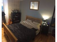 £375 LARGE room, KING bed/ WALK IN WARDROBE in renovated tenement PARTICK. AVAILABLE 4TH SEPTEMBER