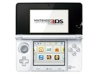 WHITE NINTENDO 3DS - USED AND FULLY WORKING