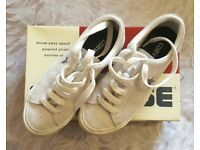 Ladies converse one star size 4