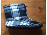 Boys size 5 blue check bootee slippers
