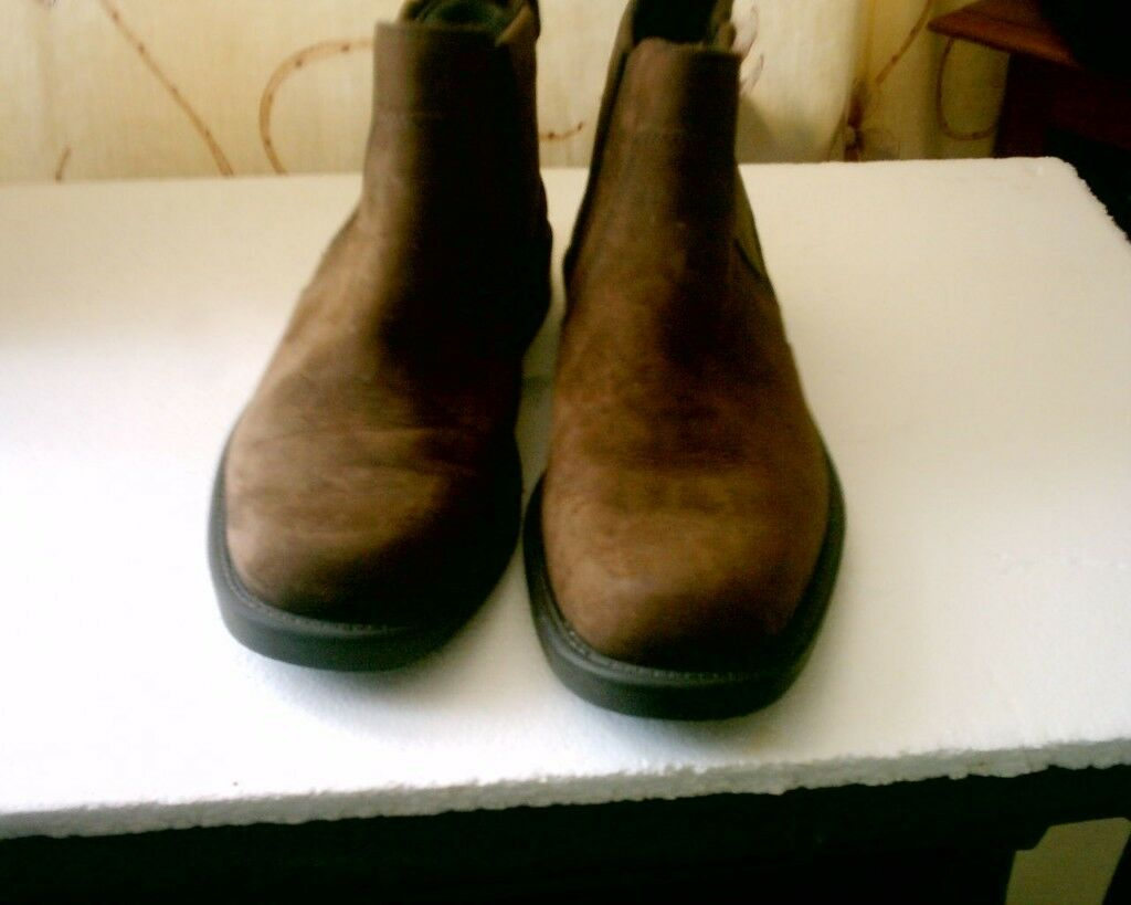 PAIR OF BROWN SWADE BOOTS